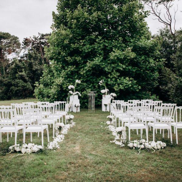 Mariage au Chateau Clair de Lune, à Biarritz - Scénographie créée sur Mesure par Pastel Créatif - Réalisation des extérieurs - Lieu de cérémonie et allée des mariés